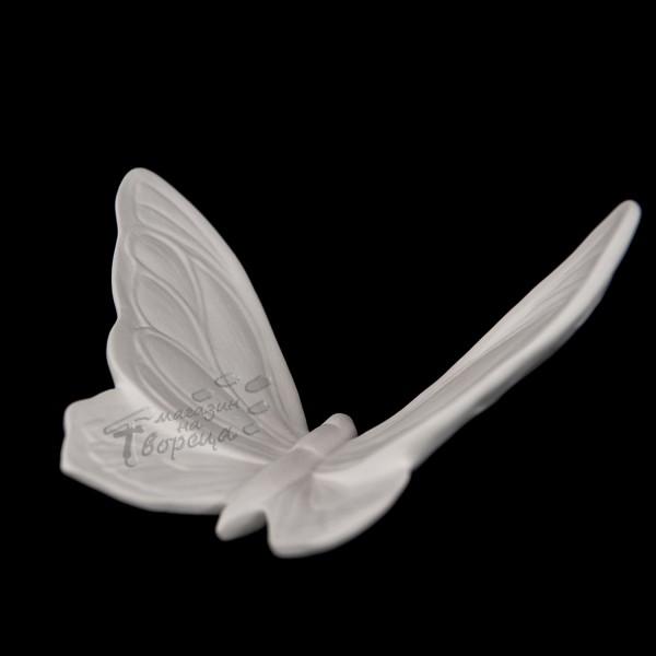 Керамична фигура - Средна градинска пеперуда