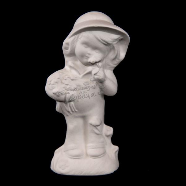 Керамична фигура - Момиче с шапка